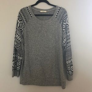 Le Lis Gray sweater with pattern sleeves